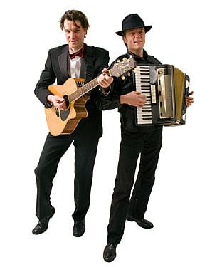 Two Of Us, akoestisch rondlopende muziek